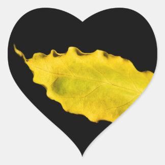 corazón de una hoja pegatina en forma de corazón