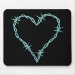 Corazón del alambre de púas alfombrilla de ratón
