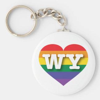 Corazón del arco iris del orgullo gay de Wyoming - Llavero Redondo Tipo Pin