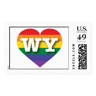Corazón del arco iris del orgullo gay de Wyoming - Sellos Postales
