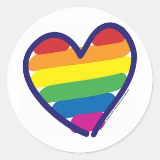 Corazón del arco iris del orgullo gay pegatina redonda