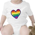 Corazón del arco iris del orgullo gay traje de bebé