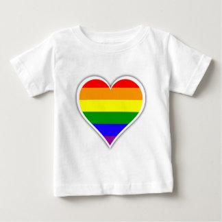 Corazón del arco iris del orgullo gay remera