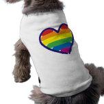 Corazón del arco iris del orgullo gay camisetas de perro