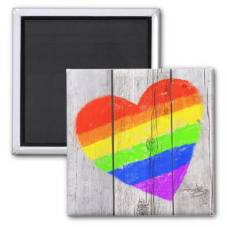 corazón del arco iris en un panel de madera sucio imán cuadrado