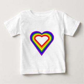 Corazón del arco iris playera de bebé
