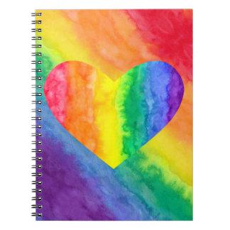 Corazón del arco iris y diagonal del cuaderno del