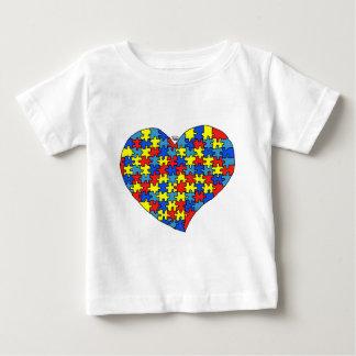 Corazón del autismo playera de bebé
