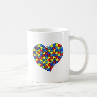 Corazón del autismo taza de café