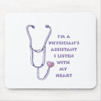 Corazón del ayudante del médico tapetes de ratón