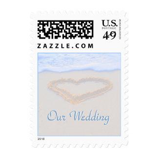 Corazón del boda de playa en arena sellos
