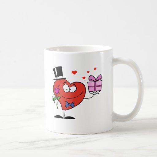 Corazón del caballero que sostiene un solo color d taza