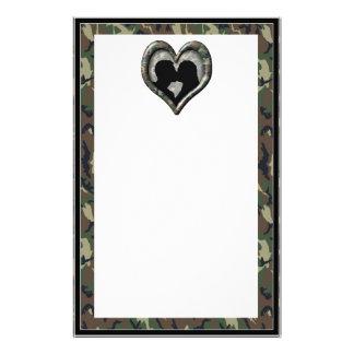 Corazón del camuflaje con los pares que se besan personalized stationery