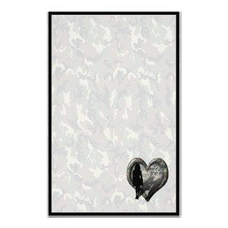 Corazón del camuflaje - hombre que falta de la muj papeleria