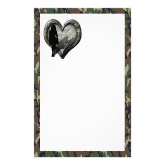 Corazón del camuflaje - hombre que falta de la muj  papeleria de diseño