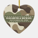 Corazón del camuflaje personalizado casando el orn ornamentos de navidad