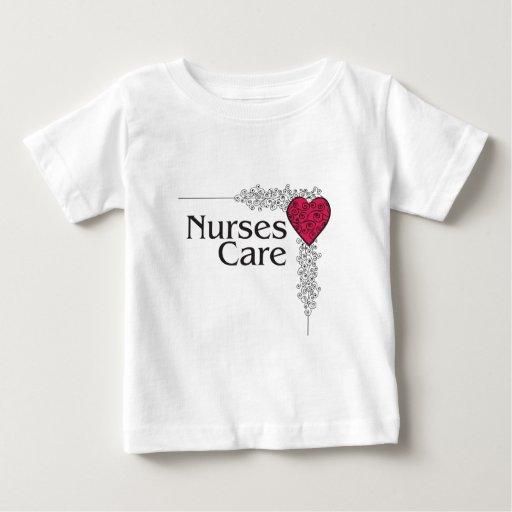 corazón del cuidado de la enfermera playera de bebé