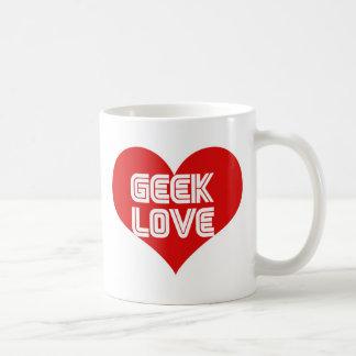 Corazón del día de San Valentín del amor del friki Taza Clásica