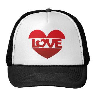 Corazón del ejemplo con AMOR de las letras en rojo Gorras
