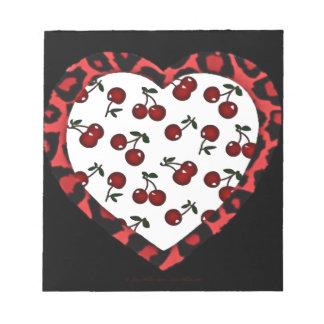 Corazón del estampado leopardo de las cerezas del  bloc de notas