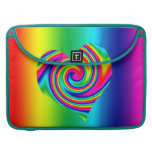 Corazón del giro del arco iris fundas para macbooks