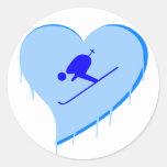 Corazón del hielo del esquiador etiqueta redonda