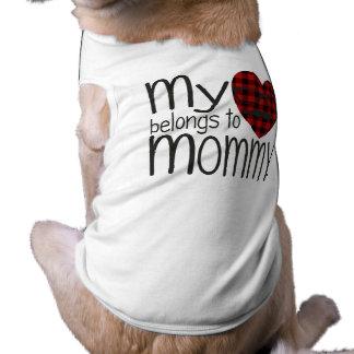 Corazón del inconformista de la mamá (blanco) playera sin mangas para perro