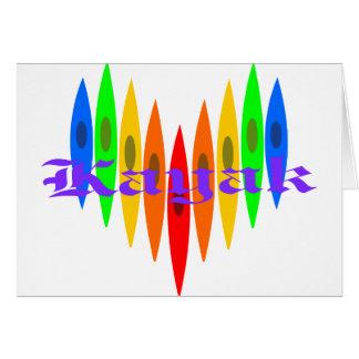 Corazón del kajak del arco iris tarjeta de felicitación