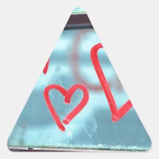 Corazón del lápiz labial en ventana pegatina triangular