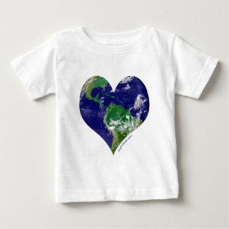 Corazón del mundo playera de bebé