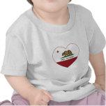 corazón del napa de la bandera de California Camiseta