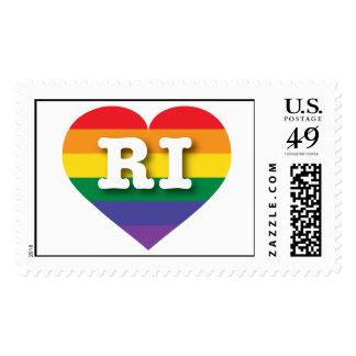 Corazón del orgullo del arco iris de Rhode Island Franqueo