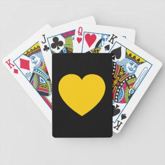 Corazón del oro amarillo en negro barajas