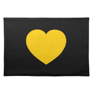 Corazón del oro amarillo en negro manteles