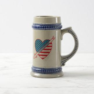 Corazón del patriota de los tenis de mesa jarra de cerveza