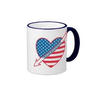 Corazón del patriota de los tenis de mesa taza de dos colores