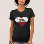 corazón del petaluma de la bandera de California Camisetas