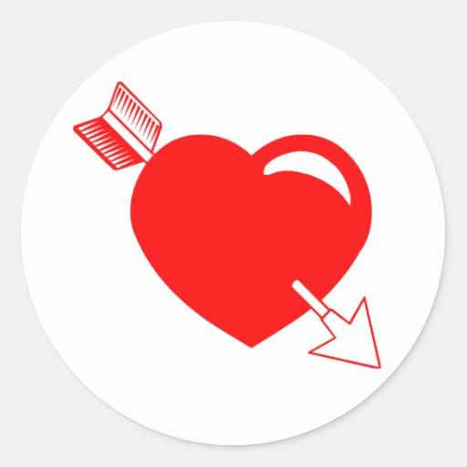 Corazón del rojo de la flecha del Cupid Pegatina Redonda