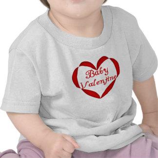 Corazón del rojo de la tarjeta del día de San Vale Camisetas