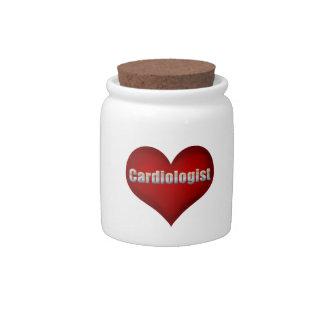 Corazón del rojo del cardiólogo jarra para caramelo