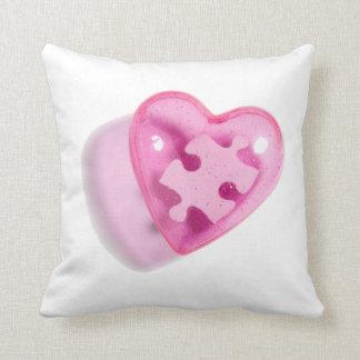 Corazón del rompecabezas del rosa de la almohada