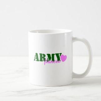 Corazón del rosa del verde del prometido del taza clásica