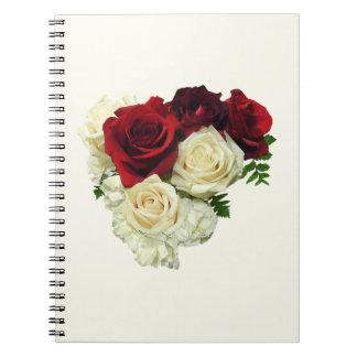 Corazón del rosa rojo y blanco libro de apuntes con espiral