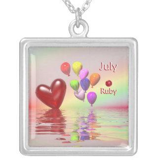 Corazón del rubí del cumpleaños de julio colgante cuadrado