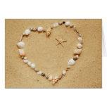 Corazón del Seashell con la tarjeta de las estrell