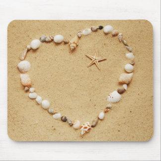 Corazón del Seashell con las estrellas de mar Alfombrillas De Raton
