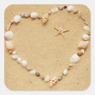 Corazón del Seashell con las estrellas de mar Pegatina Cuadrada