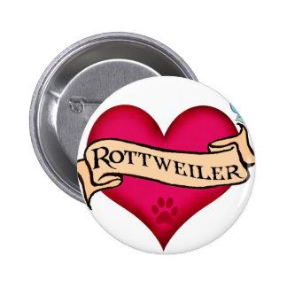 Corazón del tatuaje de Rottweiler Pin Redondo De 2 Pulgadas