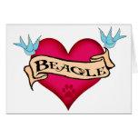 Corazón del tatuaje del beagle felicitación