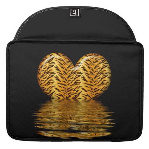 Corazón del tigre fundas para macbooks
